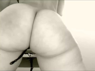 Guys watch me dance... Appreciate my ass too :)