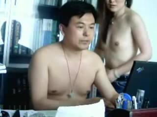 Chinese boss fucks his secretary in the office 中國老闆亂搞他的秘書在辦公室