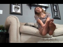 Young Camgirl Pantyhose Feet Tease